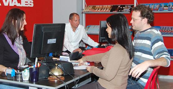 La jornada laboral de los agentes de viajes españolessube hasta 1.682 horas anuales, 158 más que la media del Sector Turístico