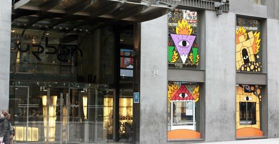 El artista Ricardo Cavolo tatúa el Glass Bar del madrileño Hotel Urban como parte del movimiento GLASSart