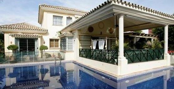 Guadalmina: Casa con cuatro habitaciones, dos salones, bodega privada, zona infantil, porche y piscina privada. Ideal como destino de golf. Crédito imagen: Niumba.