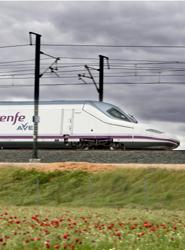 El AVE supera por tercer mes consecutivo a la vía aérea, transportando 100.000 pasajeros más en España