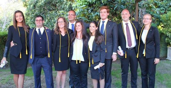 Nueve estudiantes de Les Roches Marbella son investidos en la Fraternidad hotelera Eta Sigma Delta