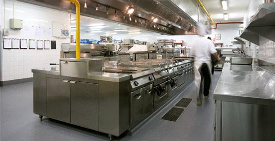 Altro instala su pavimento de seguridad Altro Stronghold 30/K30 en la cocina industrial del Barceló Sants