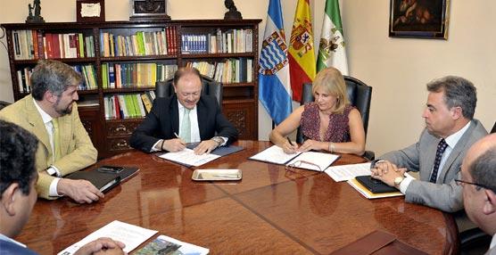 La firma del acuerdo entre la compañía Iberia y el Ayuntamiento de Jerez.