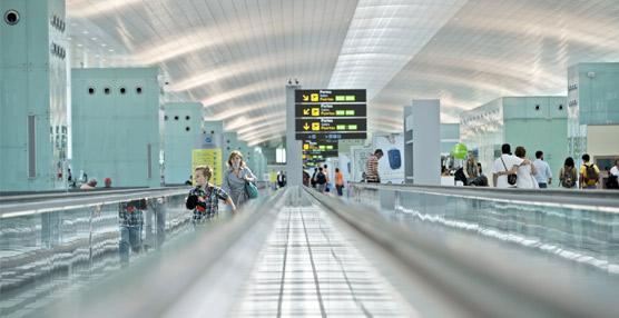 El aeropuerto del Prat supera en julio, por primera vez en su historia, los 4 millones de pasajeros en un mes