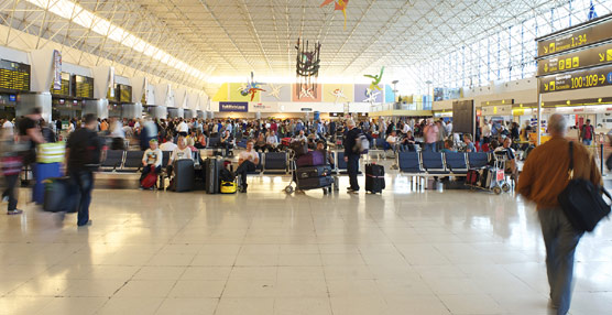 Los pagos para viajar al extranjero aumentan por decimotercer mes consecutivo, alcanzando los 1.263 millones en junio
