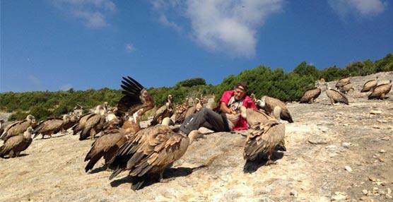 La observación de buitres es una de las actividades complementarias más destacadas para las reuniones en Huesca