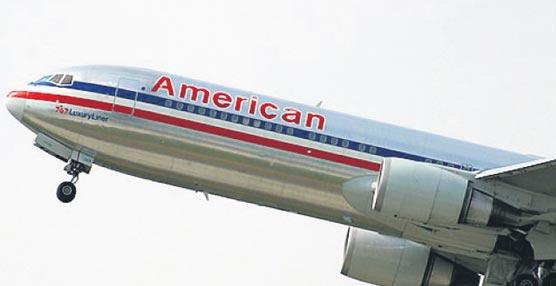 Los auxiliares de vuelo de American Airlines disponen de manuales electrónicos con importante información