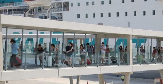 Baleària transporta más de 850.000 pasajeros en sus conexiones de Baleares durante los meses de verano