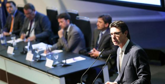 El ministro José Manuel Soria destaca la fortaleza del sector turístico y su 'comportamiento extraordinario'