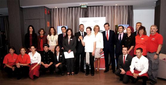 La consejera de Empleo de Madrid visita Confortel Suites, primer Centro Especial de Empleo del sector en España
