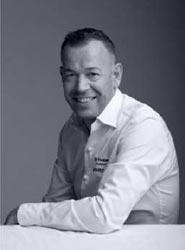 El chef Richard van Oostenbrugge elabora el menú actual de la World Business Class de KLM