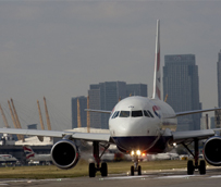 Las aerolíneas cerrarán 2014 con un beneficio global de 16.080 millones de euros, un 10% más de lo previsto a mediados de año