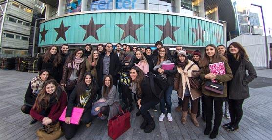 Los alumnos del ISPE frente al Barclaycard Center de Madrid.