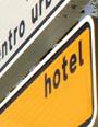 Los hoteleros asturianos piden quitar sus señales ante la ordenanza municipal que grava su mantenimiento