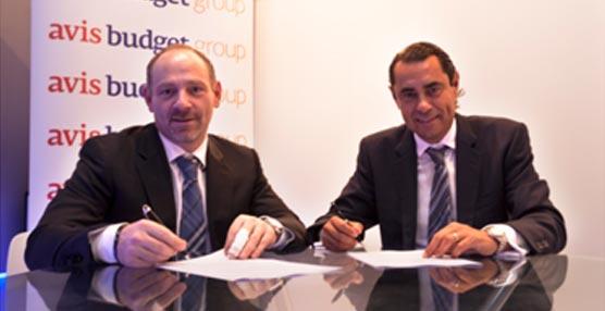 La firma de renovación del acuerdo entre Avis y Meliá Hotels International.