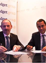 Una imagen de la firma del acuerdo.