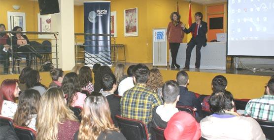La Oficina de Congresos de Murcia muestra a estudiantes de Turismo la importancia del Sector MICE en la economía de la ciudad