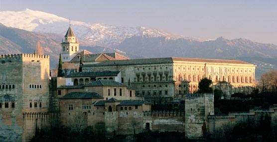 Agencias y turoperadores denuncian el 'desconcierto y desesperación' que genera el sistema de venta de entradas de la Alhambra