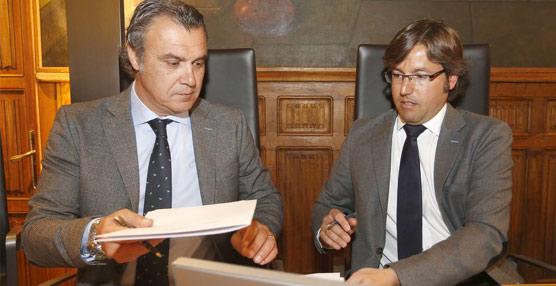 El presidente de la Confederación, Rafael Gallego, y el de la Diputación, Emilio Orejas, han suscrito el acuerdo.