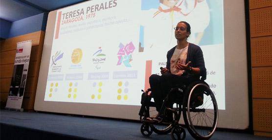 Teresa Perales, campeona paralímpica, ofrece una charla sobre esfuerzo y superación a empleados de Lopesan