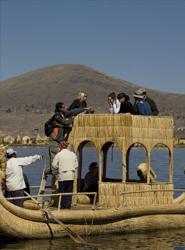 Más de la mitad de estos turistas reserva en una agencia de viajes.