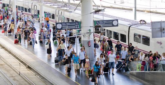 El transporte aéreo doméstico crece con mayor intensidad que el AVE-Larga Distancia por primera vez desde el inicio de 2011