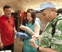 Los turistas chinos aumentan un 51% su gasto en compras en España durante 2014, destinando de media más de 900 euros