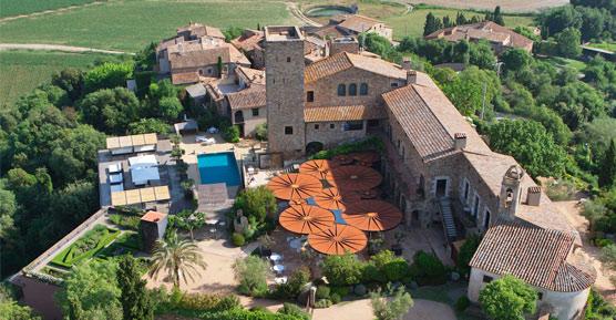 Convierten en hotel un castillo del Empordá, con la maqueta de soldados de plomo más grande de Europa