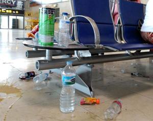 Los hoteleros canarios 'urgen' a que se ponga fin a la huelga de limpieza en el aeropuerto de Los Rodeos en pleno arranque de campaña