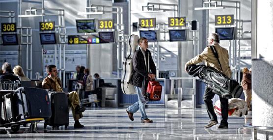 Los pagos para viajar al extranjero rozan los 4.000 millones hasta abril, la cifra más alta de los últimos siete años