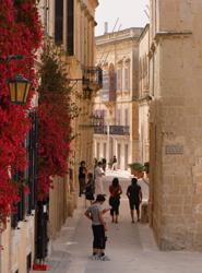 El 41% de los españoles contrata su viaje para el verano con entre uno y tres meses de antelación, según Rumbo