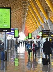 Aena debe aplicar una rebaja del 3,5% en las tasas aeroportuarias correspondientes a 2016, según la CNMC
