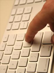 Cada vez más españoles utilizan el medio 'online' para planificar las vacaciones, según un estudio de Ipsos