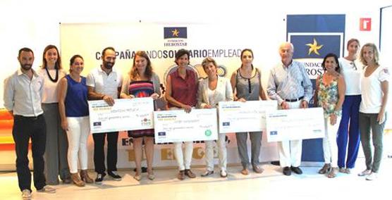 Los empleados de Iberostar entregan un cheque solidario a cuatro organizaciones no gubernamentales de Baleares