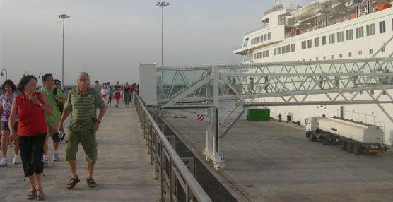 El 40% de los pasajeros de cruceros extracomunitarios no recupera el IVA por falta de medios en el puerto