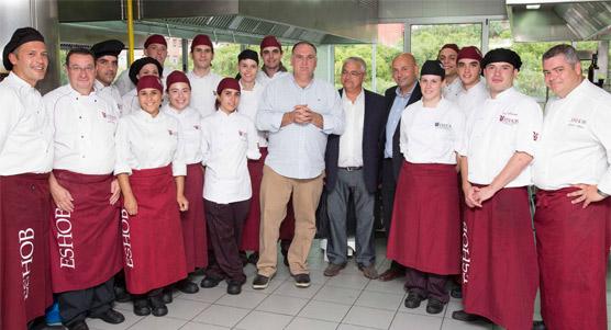En el 30 aniversario de l'ESHOB, la escuela rinde homenaje al chef José Andrés