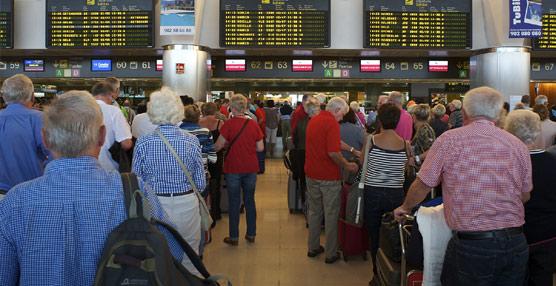 España recibe 8,8 millones de turistas internacionales en julio, un 6,3% más que en 2014