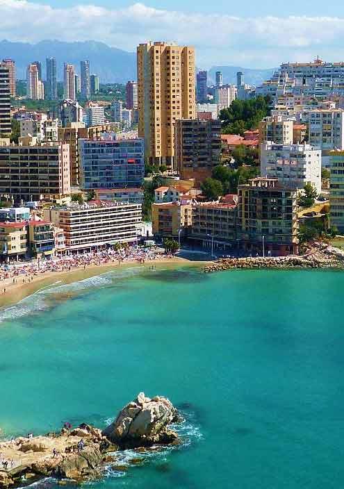 La ocupación hotelera durante el mes de agosto ha alcanzado en Alicante el 91%, lo que supuso un aumento de casi un punto