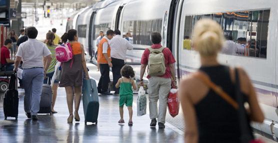El AVE sufre una clara ralentización en el segundo cuatrimestre y transporta 700.000 viajeros menos que el avión en agosto