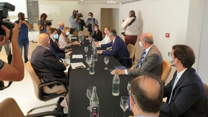 Reyes Maroto se reúne con CEHAT para abordar el futuro del sector
