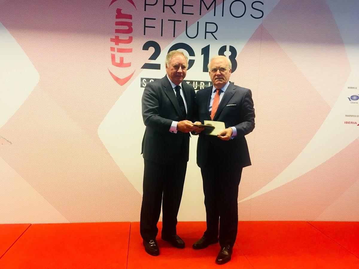La AEHM recibe el galardón al mejor 'stand' de los premios Fitur