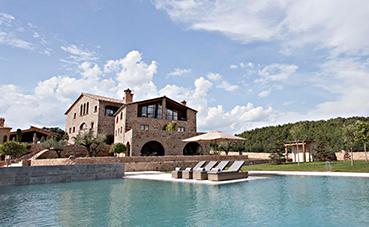 Relais & Châteaux da la bienvenida a La Vella Farga, un hotel en Lérida