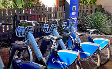Elba Lucía ofrece un nuevo servicio de alquiler de bicicletas eléctricas