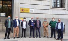 Representantes del sector del ocio nocturno muestran su malestar en la delegación del Gobierno de Cantabria