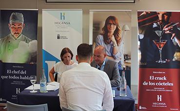 Hecansa y empresas hoteleras seleccionan a los alumnos del programa 'Escuela de Aprendices'