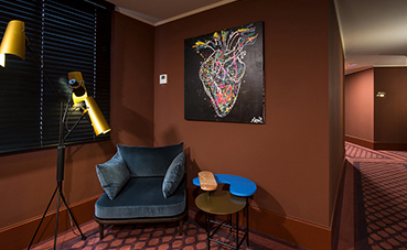 Art Brut, la exposición del hotel Vincci Mae que celebra su compromiso con el arte