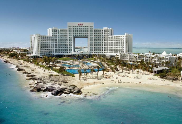CaixaBank financia a RIU la adquisición de los hoteles de TUI