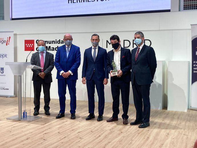Eugenio de Quesada recibe el XXI Premio Hermestur
