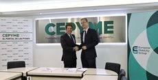 Gerardo Cuerva y Tobias Zisik tras la firma del acuerdo de movilidad.