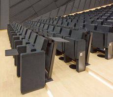 Las butacas, de la empresa Figueras International Seating, poseen puertos USB y enchufes.